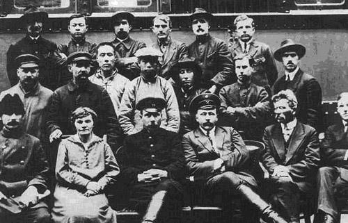 Рабочие и служащие вагонной службы КВЖД
